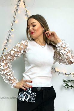 baltas megztinis drugeliais puoštomis rankovėmis | madosvardas.lt