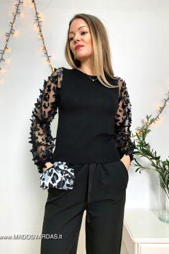 juodos spalvos megztinis drugeliais puostomis rankovemis | madosvardas.lt